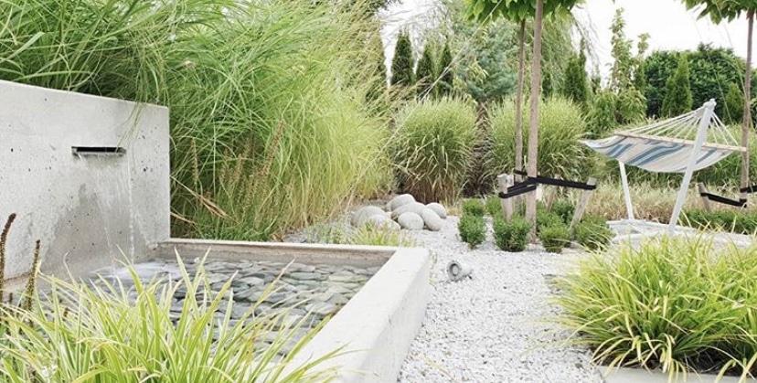 Ogród z rzeźbą